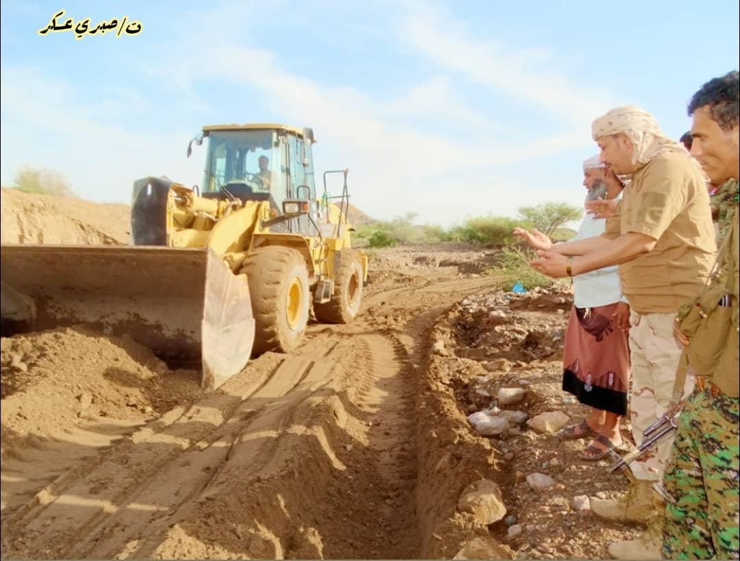 إعادة فتح طريق شعب الديوان سد وادي سبأ المُتضررة جراء سيول الأمطار بردفـان