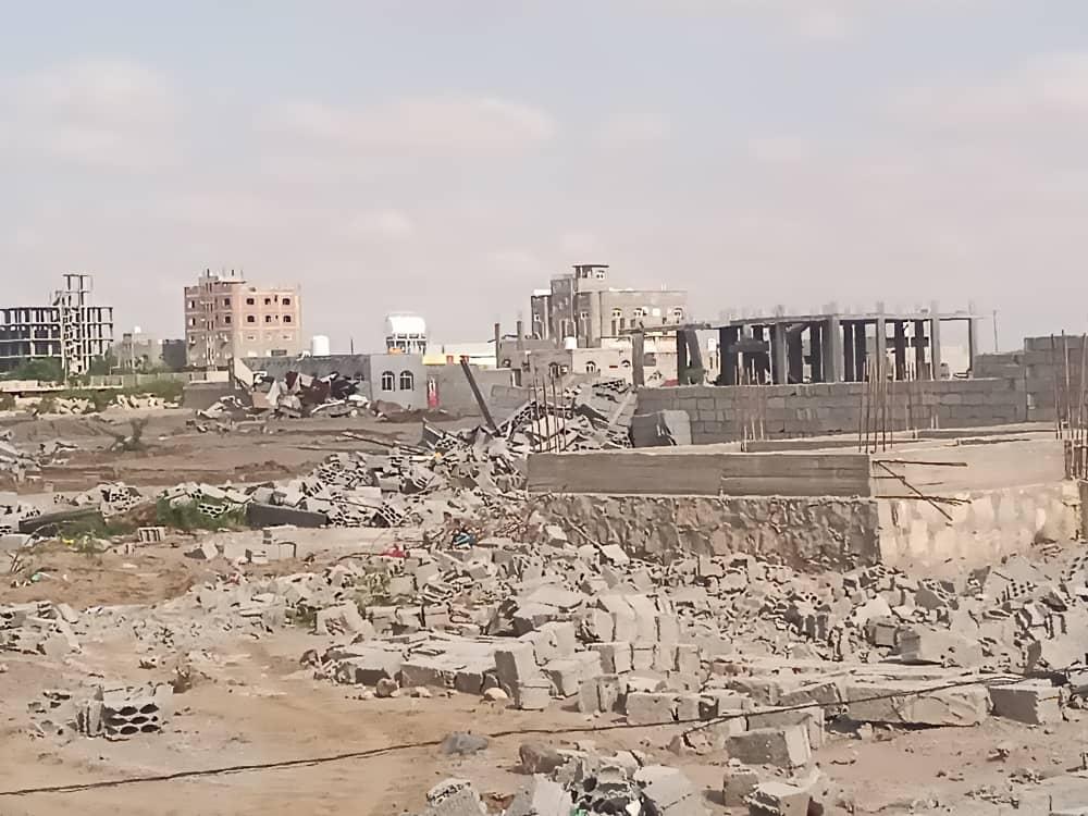 بتوجيهات لملس والشعيبي.. أمن عدن ينفذ حملة إزالة واسعة للعشوائيات في بلوك 4 ببئر فضل