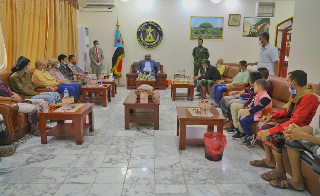 لليوم الثاني.. الرئيس الزُبيدي يستقبل جموع المهنئين بعيد الفطر المبارك