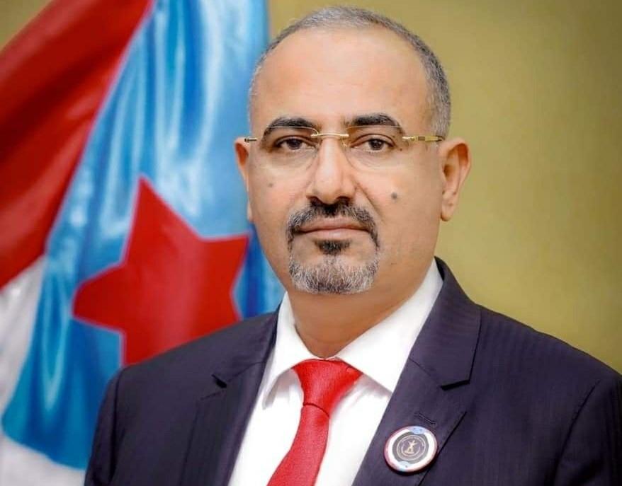 الرئيس القائد عيدروس الزُبيدي يُعزّي قائد جبهة ثرة في وفاة والده