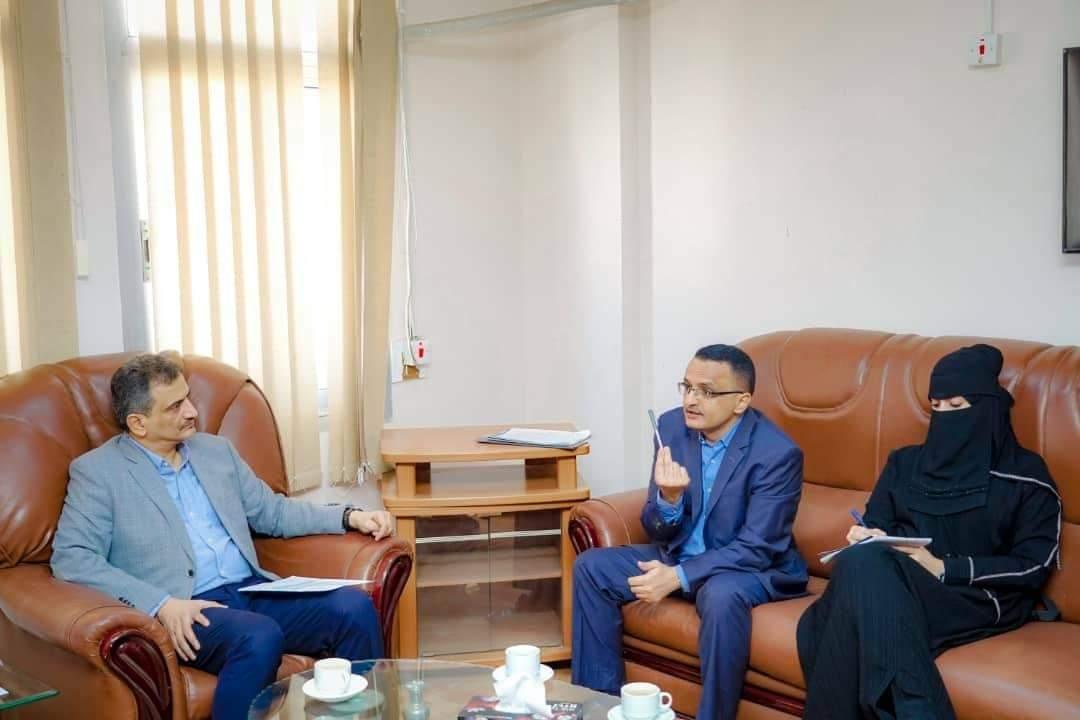 لملس يلتقي مدير الوحدة التنفيذية للنازحين ويجدد دعوته لتنظيم عملية النزوح إلى العاصمة عدن
