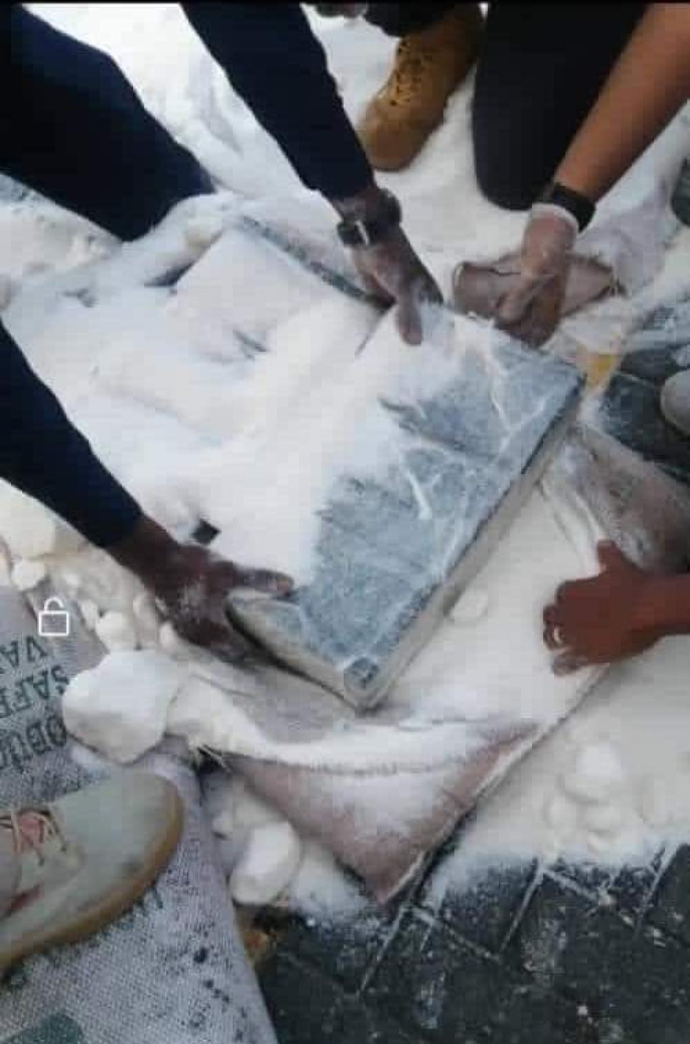 عاجل/تمت عملية إتلاف شحنة المخدرات المضبوطة في ميناء عدن