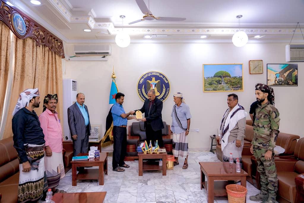 وجهاء قبيلة آل حوتر المرقشي يكرمون الرئيس القائد عيدروس الزُبيدي