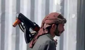 مسلحون يداهمون منزل شيخ قبلي ويختطفونه في صنعاء